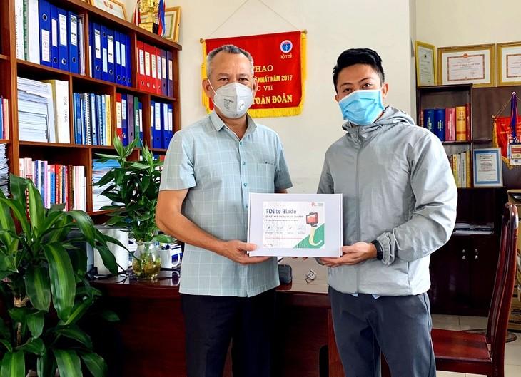 Nguyen Hong Duc, creador del videolaringoscopio para los pacientes del covid-19 - ảnh 2