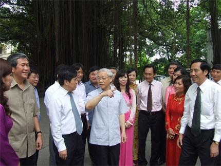 チョン党書記長、ニャンザン紙の本部を訪問 - ảnh 1