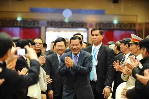 フンセン首相、ベトナム訪問終える - ảnh 1