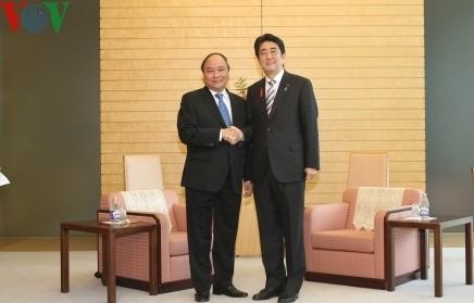 安倍首相、ベトナムとの関係を重要視 - ảnh 1