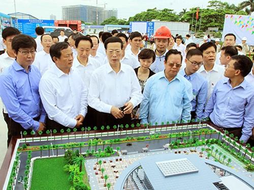 張 中国国務院常務副総理、越・中友好会館の建設工事を視察 - ảnh 1