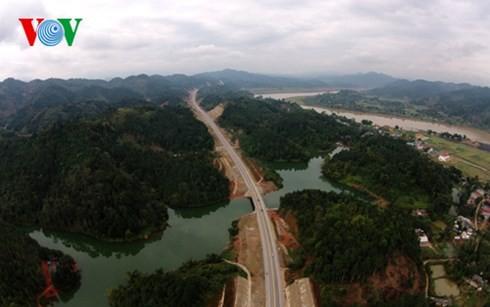 ベトナム最長の高速道路ハノイ・ラオカイフリーウェー - ảnh 2
