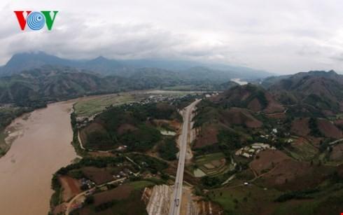 ベトナム最長の高速道路ハノイ・ラオカイフリーウェー - ảnh 7