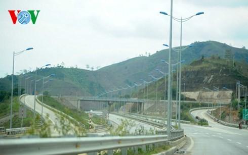 ベトナム最長の高速道路ハノイ・ラオカイフリーウェー - ảnh 9
