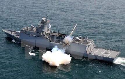 朝鮮民主主義人民共和国警備艇と漁船がNLL侵犯 - ảnh 1