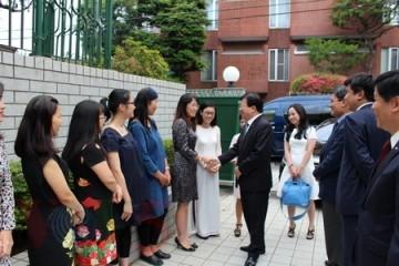 ズン副首相、在日本ベトナム大使館を訪問 - ảnh 1