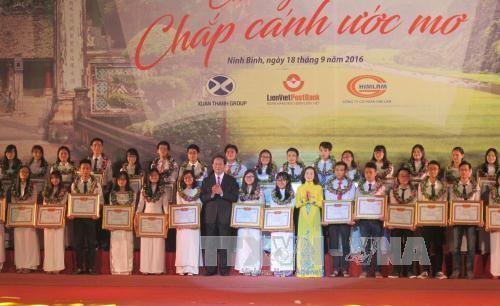 生徒・学生、選手、199人がディン・ボ・リン賞を授賞 - ảnh 1