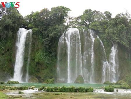 東南アジア最大の滝「バンゾク」滝 - ảnh 10