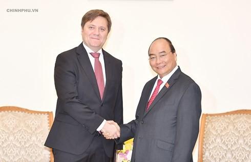 フック首相、ポーランドの大使と会見 - ảnh 1