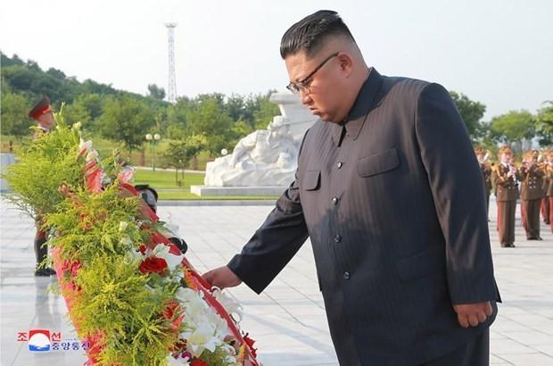 金正恩委員長、戦死者墓を訪問 - ảnh 1