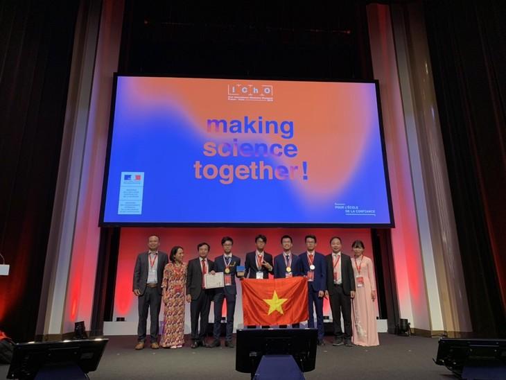 ベトナム学生 国際化学オリンピックで初めて満点 - ảnh 1