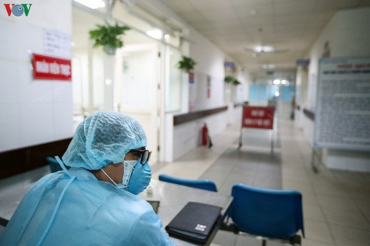 新型コロナウイルスとの闘いに先頭を立つ人たち - ảnh 1