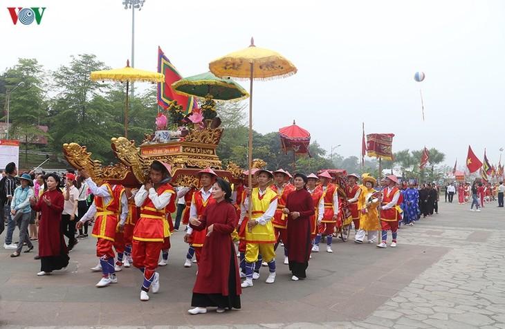 ベトナム建国の祖フン王を祀る信仰 団結の基盤 新型コロナとの闘いを激励 - ảnh 1