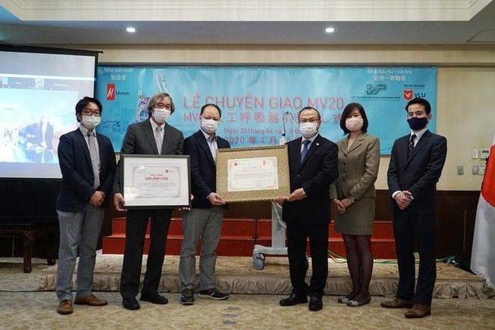 日本の医療機器メーカー ベトナムに人工呼吸器を贈呈 - ảnh 1