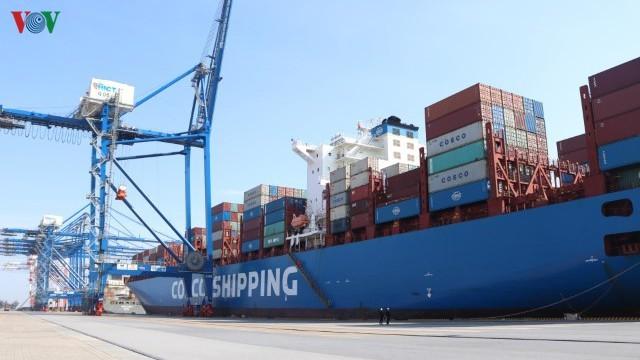 国際港ハイフォンで、フルコンテナ船を迎える  - ảnh 1