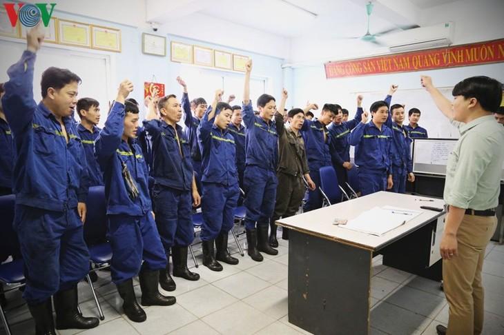 今日の炭鉱労働者、伝統を発揮  - ảnh 1