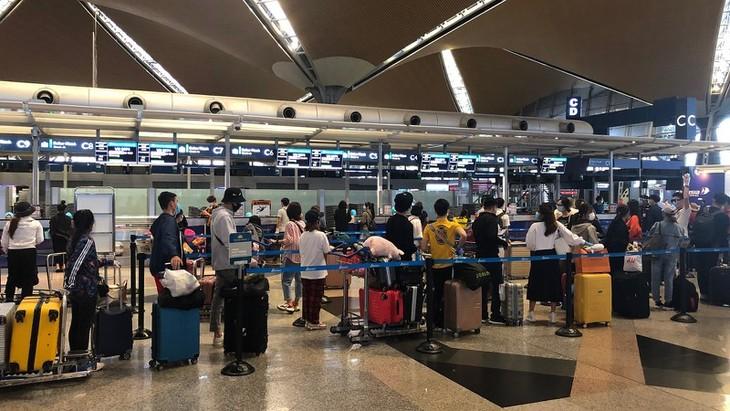 273人のベトナム人  マレーシアから帰国 - ảnh 1