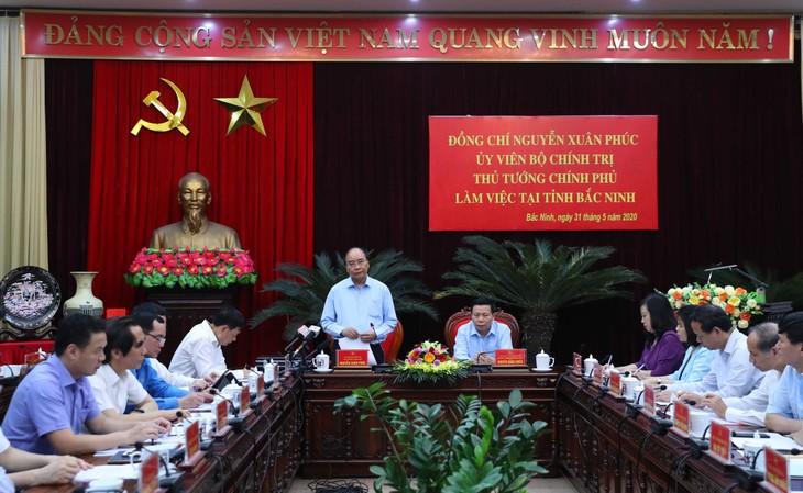 フック首相、バクニン省の指導者と会合 - ảnh 1