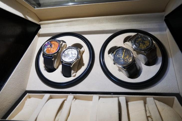 腕時計に彫刻をする芸術  - ảnh 2