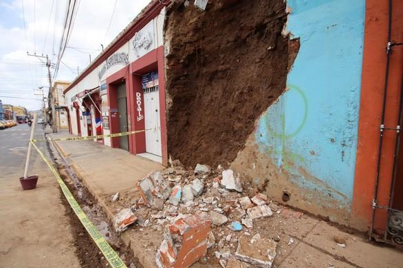 メキシコでM7.4の地震、5人死亡 複数の病院が損壊 - ảnh 1