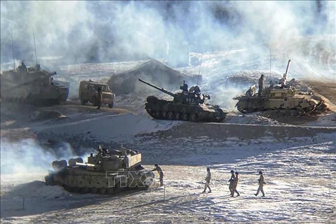 ホットライン開設で合意 緊張緩和へ、両軍の一部撤退完了―中印外相 - ảnh 1