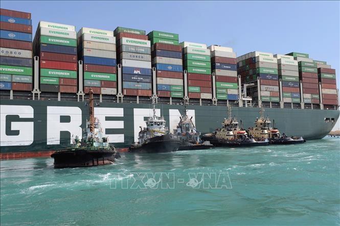 スエズ運河、滞留船舶の通過完了 - ảnh 1