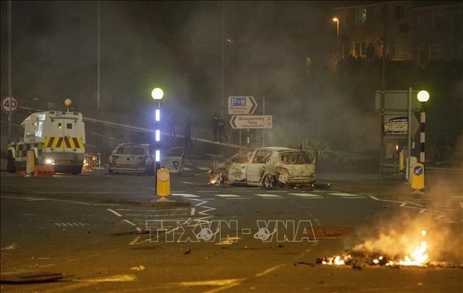 北アイルランドの暴動続く、放火も 政府や地元議会が強く非難 - ảnh 1