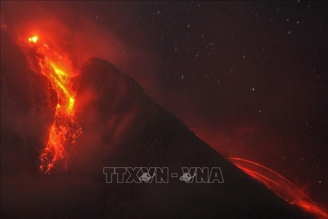 インドネシア シナブン火山 高さ1000メートル噴煙 - ảnh 1