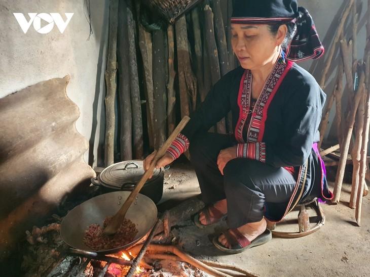 イエンバイ省の赤ザオ族の「殺虫の日」 - ảnh 2