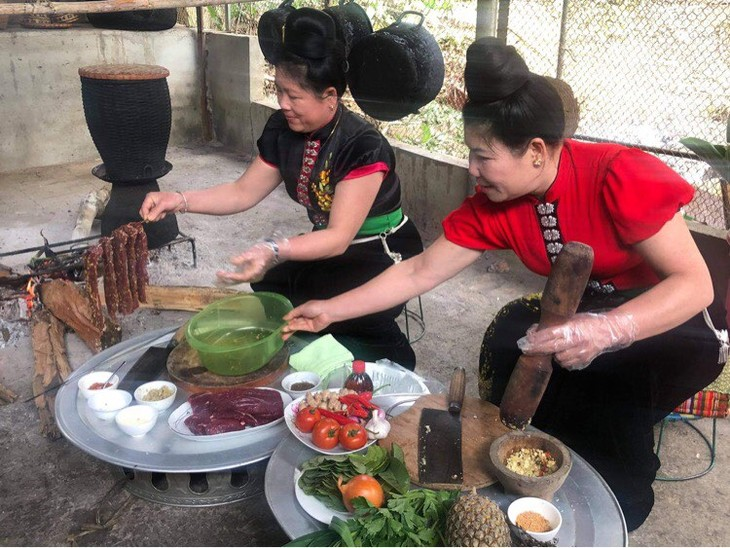 タイ族の水牛から作られる料理 - ảnh 2