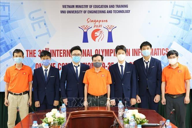 ベトナム学生 2021年の国際情報オリンピックで銀メダルを4個獲得 - ảnh 1
