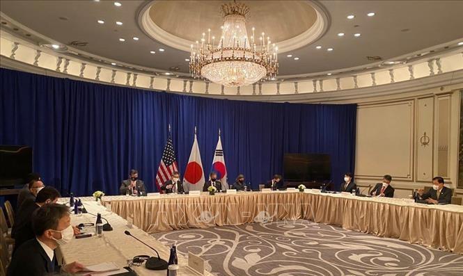 朝鮮の非核化へ、「一層の連携」確認 NYで日米韓外相会談 - ảnh 1
