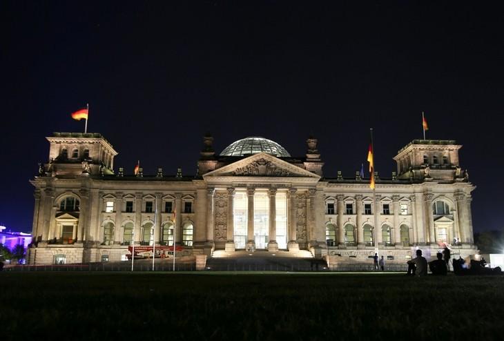 ドイツ総選挙、笑顔のSPD メルケル氏のCDU・CSUは沈痛 - ảnh 1