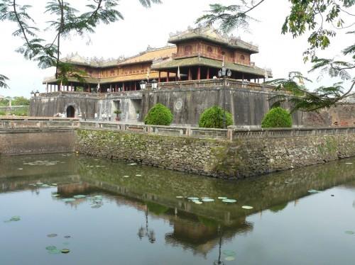 Pariwisata daerah Vietnam Tengah   berkembang di tengah-tengah kesulitan - ảnh 3