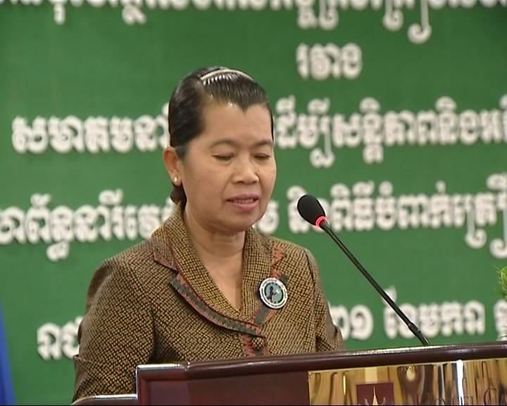 Le Hong Anh,  Anggota  Harian  Sekretariat KS PKV menerima delegasi  Asosiasi Wanita Kamboja - ảnh 1