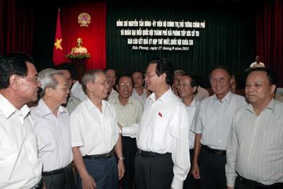 Vietnam dengan gigih tidak bisa menerima  dan tidak tunduk atas ancaman, pemaksaan dan ketergantungan - ảnh 1