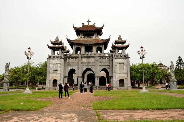 Gereja baru Phat Diem - tempat berhimpunya  inti sari arsitektur  Timur-Berat - ảnh 1