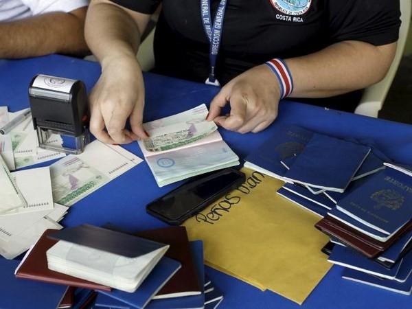 Banyak legislator  Amerika Serikat ingin memperketat masalah pemberian visa - ảnh 1