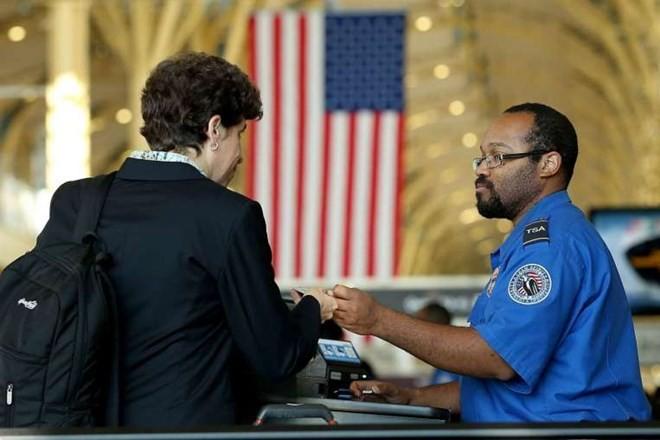 Rancangan  anggaran keuangan  federal AS  memperketat program pemberian  bebas visa. - ảnh 1