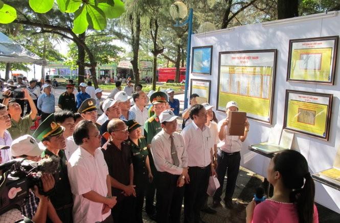 """Pameran peta dan dokumen: """"Hoangsa, Truong Sa wilayah Vietnam: Bukti-bukti sejarah dan hukum"""" di pronvisi Nghe An - ảnh 1"""