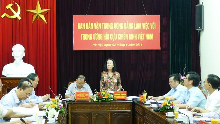 Kepala Departemen Penggerakan Massa Rakyat KS PKV  mengadakan temu kerja dengan Pengurus Besar  Legiun Veteran Perang Vietnam - ảnh 1