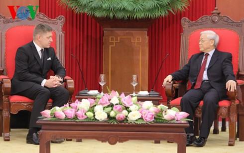 Sekjen KS PKV, Nguyen Phu Trong menerima PM Republik Slovakia, Robert Fico - ảnh 1