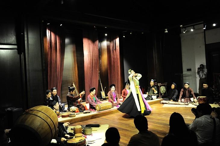 Kisah musik di sektor kota kuno- melestarikan  suara  dari masa lampau - ảnh 4