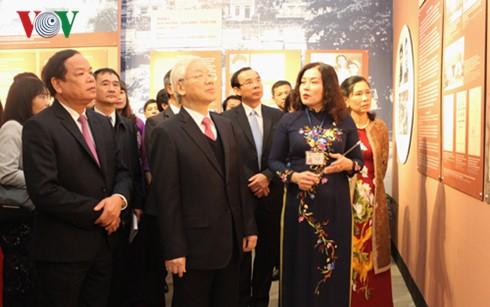 """Sekjen  KS PKV, Nguyen Phu Trong menghadiri upacara pembukaan pameran: """"Sekjen  KS PKV Truong Chinh-murid  terkemuka dari Presiden Ho Chi Minh"""" - ảnh 1"""