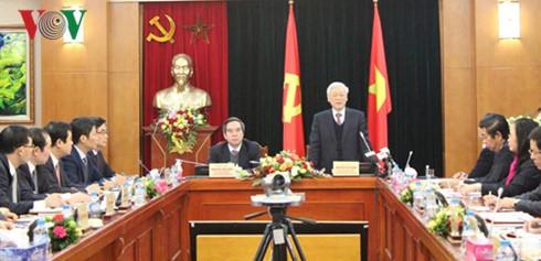 Sekjen KS PKV, Nguyen Phu Trong mengadakan temu kerja dengan Departemen Ekonomi  KS PKV - ảnh 1