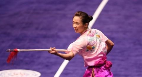 Duong Thuy Vi menggondol medali emas di turnamen kejuaraan wushu dunia 2017 - ảnh 1