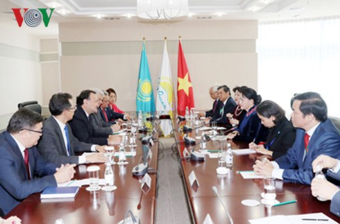 Aktivitas Ketua MN Vietnam, Nguyen Thi Kim Ngan dalam kunjungan resmi di Republik Kazakhstan - ảnh 1