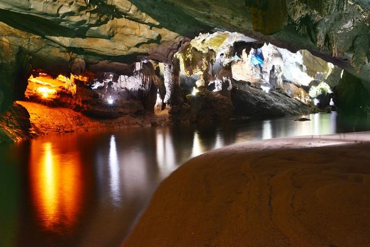 Taman Nasional Phong Nha-Ke Bang- destinasi yang menarik bagi para wisatawan - ảnh 4