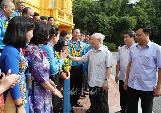 Sekjen, Presiden Viet Nam, Nguyen Phu Trong bertemu dengan delegasi pejabat Serikat Buruh  yang tipikal - ảnh 1
