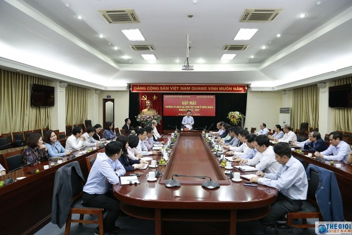 Kepala Departemen Hubungan Propaganda  KS PKV menerima para  Kepala  Kantor Perwakilan Vietnam di luar negeri masa bakti 2019-2022 - ảnh 1
